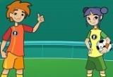 لعبة كرة قدم بين الاولاد و البنات