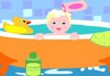 استحمام الطفل الصغير